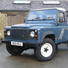 This is a very nice Land rover 300 TDI PICKUP IN EXCELLENT CONDITION