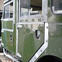 The land rover 107 SW rear side doors are now fitted  to the newly made frames