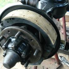 land rover 107 front brakes with re-lined brake shoes using conventional rivetted on high friction linings