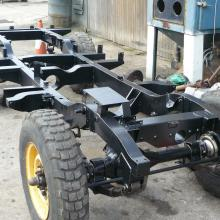 At last the land rover 107 SW chassis  is built into a rolling chassis