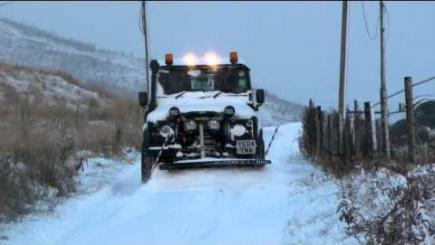 Embedded thumbnail for SNOWPLOUGHS TO FIT LAND ROVER® AND OTHER 4X4,S