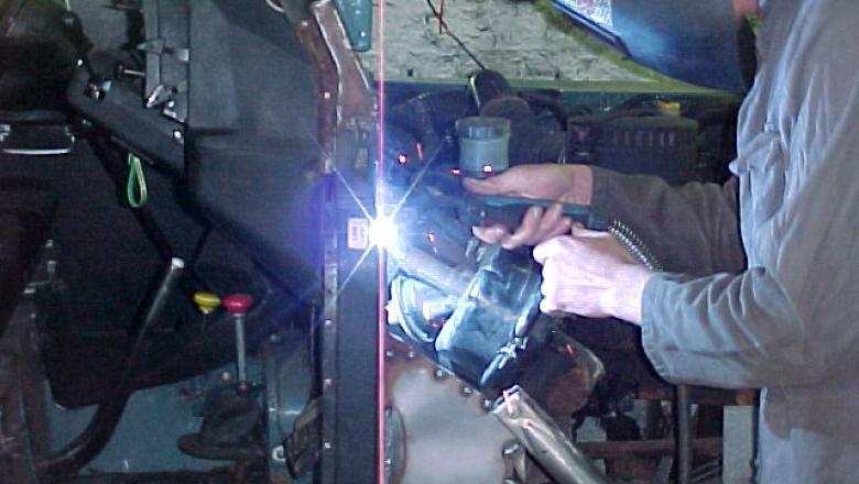 welding land rover bulkhead