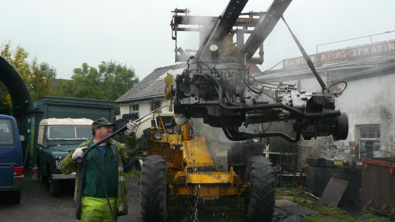 pressure washing land rover V8 engine