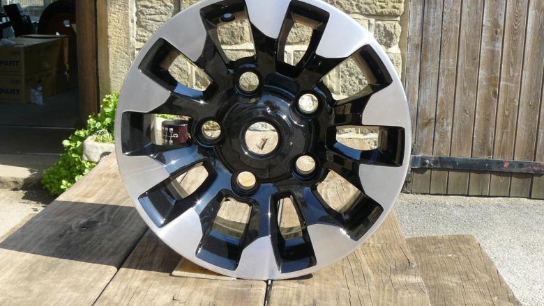 land rover special Sawtooth alloy wheel on our picnic table
