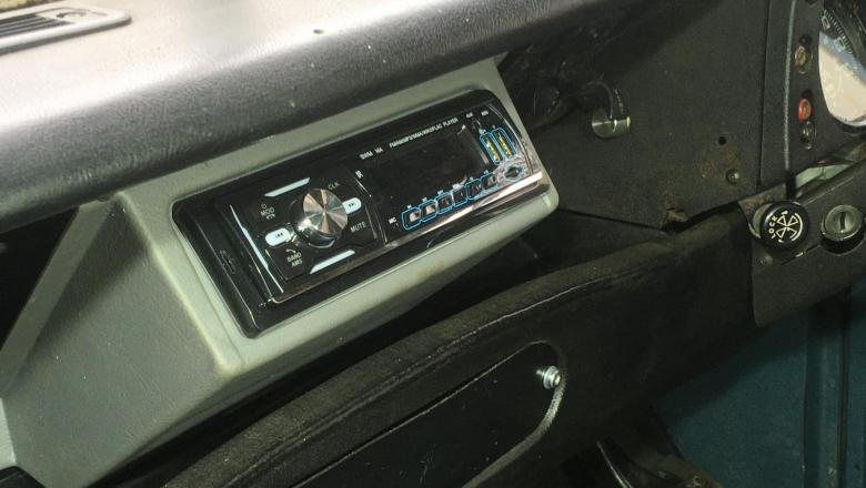 Land Rover defender radio mountings can be fitted into land rover series 3 dashboard