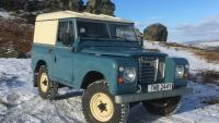 land rover classic for sale seen on ilkley moor in the snow